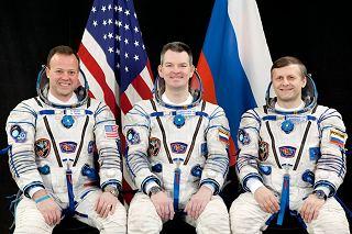 Posádka Sojuzu TMA-21 (zleva:  Garan, Samokuťjajev, Borisenko)