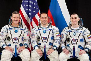 Posádka Sojuzu TMA-22 (zleva:  Burbank, Škaplerov, Ivanišin)