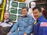 Posádka Sojuzu TMA-5 při předstartovní přípravě (09.10.2004)