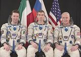 Posádka Sojuzu TMA-6 (zleva: Vittori, Krikaljov, Phillips)