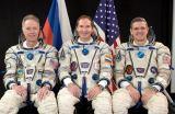 Posádka Sojuzu TMA-7 (zleva: Olsen, Tokarev, McArthur)