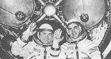Osádka Sojuzu 29 V. Kovaljonok (vlevo) a A. Ivančekov před třetím stupněm nosné rakety