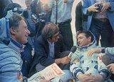 Posádka Sojuzu 31/29 po přistání