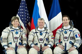 Posádka Sojuzu MS-03 (zleva:  Whitsonová, Novickij, Pesquet)