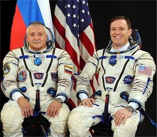 Posádka Sojuzu MS-04 (zleva: Jurčichin, Fischer)