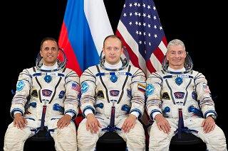 Posádka Sojuzu MS-06 (zleva: Acaba, Misurkin, Vande Hei)