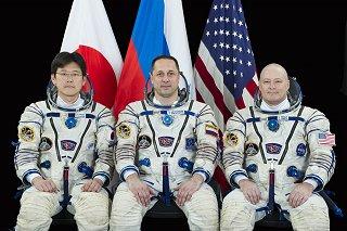 Posádka Sojuzu MS-07 (zleva: Kanai, Škaplerov, Tingle)