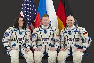 Posádka Sojuzu MS-09 (zleva: Auňón-Chancellor[ová], Prokopjev, Gerst)