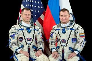 Posádka Sojuzu MS-10 (zleva: Hague, Ovčinin)