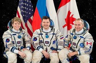 Posádka Sojuzu MS-11 (zleva: McClain[ová], Kononěnko, Saint-Jacques)