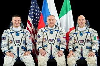 Posádka Sojuzu MS-13 (zleva: Morgan, Skvorcov, Parmitano)