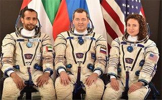 Posádka Sojuzu MS-15 (zleva: Al mansoori, Skripočka, Meirová)
