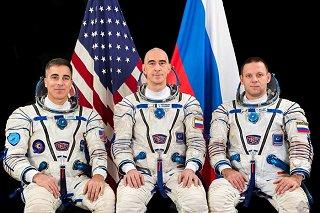 Posádka Sojuzu MS-16 (zleva: Cassidy, Ivanišin, Vagner)
