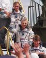 Avdějev, Baturin a Padalka nastupují do Sojuzu TM-28 (13.08.1998)