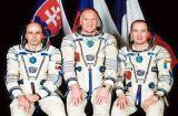 Posádka Sojuzu TM-29 (zleva Bella, Afanasjev, Haigneré)