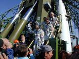 Posádka Sojuzu TM-32 před startem (28.04.2001)