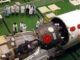 Předstartovní příprava lodi Sojuz TM-32 (22.04.2001)