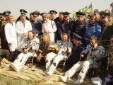 Posádka REP-3 po přistání na Zemi (05.05.2002)