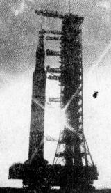 Nosná raketa Saturn V AS-502 během přepravy na startovní rampu