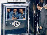 Prezident USA Nixon u posádky Apolla 11 (v karanténě)