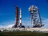 Saturn V na rampě