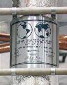 Plaketa z Apolla 11, zanechaná na Měsíci