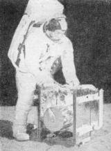 Jeden ze dvou kufříků — obsahuje pasivní seismometr