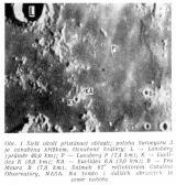 """Obr. 1 Širší okolí přistávací oblasti; poloha Surveyoru 3 je označena křížkem. Označené krátery: L- Lansberg (průměr 40,0 km); P - Lansberg P (2,4 km); K - Euclides K (6,0 km); KA – Euclides KA (3,0 km); B - Fra Mauro B (7,0 km). Snímek 61"""" reflektorem Catalina Observatory, NASA. Na tomto i dalších obrázcích je sever nahoře"""