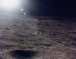 Stopy po dvoukoláku na Měsíci (v pozadí modul Antares)