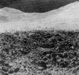 Pohled od mladého kráteru nedaleko základny Hadley východním směrem