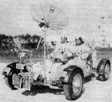 """Jízdu na Roveru cvičili Young (vpravo) a Duke na """"měsíčním"""" povrchu v Kennedy Space Center"""