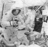 Posádka Apolla 16 při nácviku před letem v KSC