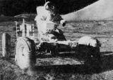 Při první vycházce vyzkoušel E. Cernan jízdní vlastnosti Roveru