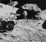 Schmitt u velkého balvanu na zastávce č. 6 na úpatí Severního masívu