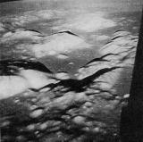 Poslední pohled na kotlinu Taurus-Littrow s přistávací oblastí. Sbohem Měsíci!