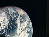 2) Země z paluby Apolla 8.