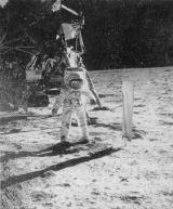 Experiment bernské university (fólie na detekci slunečního větru), Edwin Aldrin a měsíční modul - kompozice, která se na Armstrongových fotografiích objevila několikrát