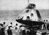 Z hladiny Pacifiku vyzvedla Apollo 4 na svou palubu letadlová loď USS Bennington