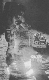 Astronaut Don Lind při zkoušce v pásmu nedaleko Houstonu (Texas), kde byl napodoben měsíční povrch