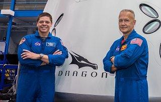 Posádka DM-2 (vlevo Behnken, vpravo  Hurley