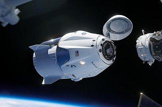 Kresba pilotované verze lodi Dragon (Crew Dragon)