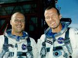 Posádka Gemini 5 (zleva Conrad a Cooper)