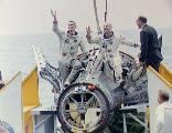 Cernan a Stafford po přistání (06.06.1966)