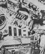 """Detail palubní desky kabiny """"Mercury"""" (Křídla vlasti 15/1961)"""