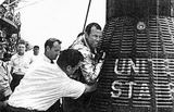 """L.G.Cooper – po přistání na palubě lodi USS """"Kearsarge"""""""