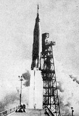 "Raketa Atlas startuje 15.5.1963 skosmickou lodí ""Faith 7"""
