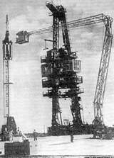 Nosná raketa Redstone při předstartovní přípravě