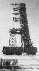 Raketa Saturn 1B se záchrannou kosmickou lodí Apollo pro třetí posádku stanice