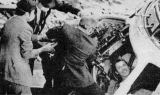 Gibson, který měl podle plánu vylézat první, se sice cítil dobře, ale svolení k opuštění Apolla dal poslední posádce až lékař