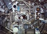 Interi�r doln� paluby Skylabu